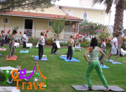 Yoga-Travel-Corfu-travnjak-joga
